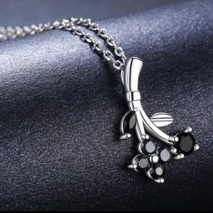 925 starling silver and black spinel stone necklac